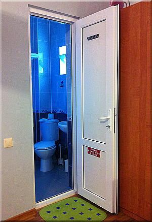 Сан.узел и душ.                               Очень удобно когда удобства в номере!